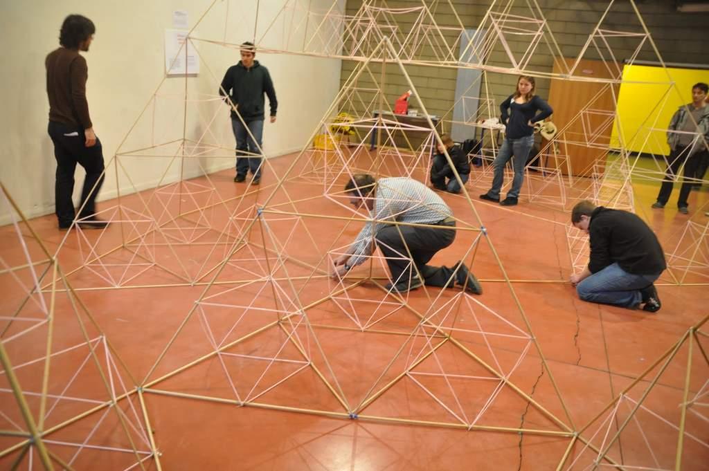 Congrès MATh.en.JEANS 2011 à Bobigny - Construction du tétraèdre de Sierpinski géant
